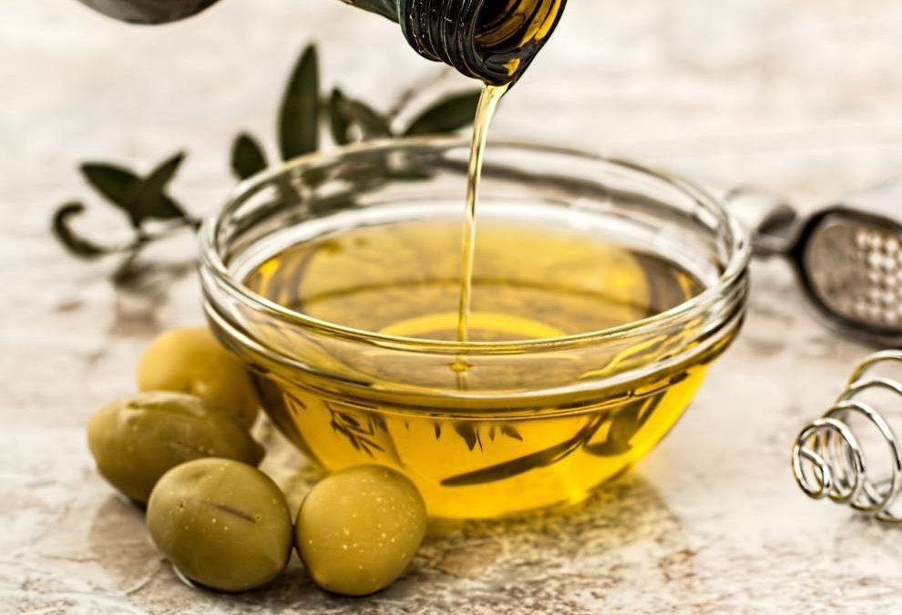 Aceite, uno de los productos más característicos del territorio aragonés y presentes en el mercado.